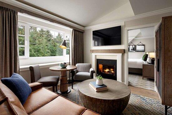 CWR Fairmont Gold Junior Suite Living Room QKN