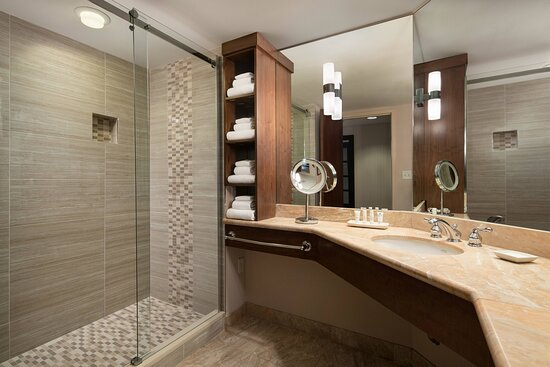 King Corner Guest Bathroom