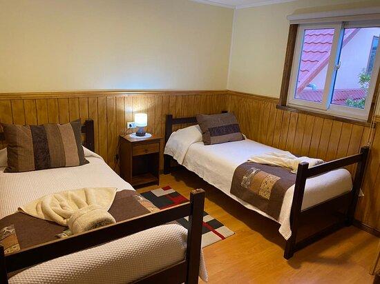 Habitación doble Twin, acogedora con un baño limpio y lujosas almohadas ❤