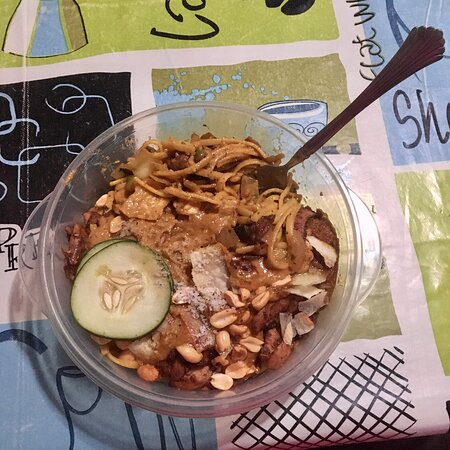 Las Salinas, Nicaragua: Wednesday noodle night with chicken and peanut sauce.  Also available as vegetarian option.   (We got our dinner for takeaway that night, so don't hold the plastic container against them!)