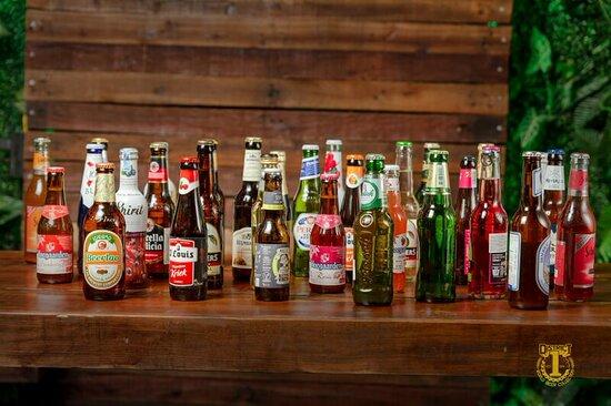 Nhà hàng phục vụ đa dạng các món ăn từ Á đến Âu, ngoài ra nhà hàng còn cung cấp hàng trăm loại bia ngon nhập khẩu từ các nơi trên thế giới và các đồ uống pha chế cầu kỳ đẹp mắt.