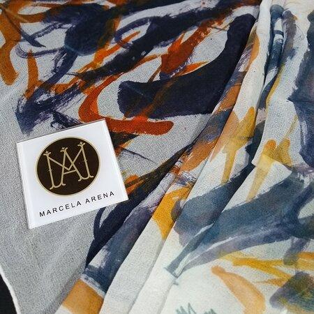 """""""Arenaestampas """". Es una línea de chalinas  de diseño de la artista, concebida como arte aplicado, en diseños únicos irrepetibles .Se pueden pedir por encargo y a elección de la gama tonal. La chalina se presenta firmada como.prend única y en un packaging etiquetado"""