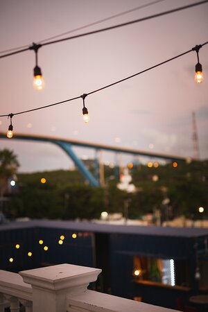 Eat at our tower with a beautiful view of the Juliana bridge and the Anna Bay!