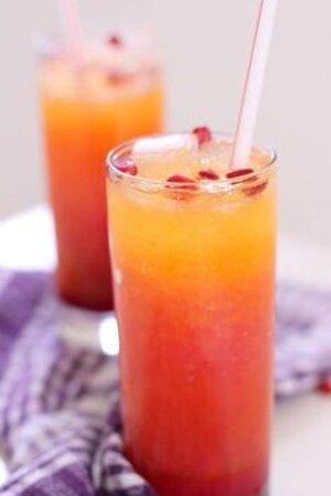 Pomegranate and orange juice mix