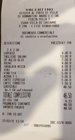 Pasta richiesta abbondante (ma in realtà era una porzione normale) supplemento di €4 (oltre il 50% in più) 1/4 di vino rosso sfuso €5 Valutate voi...