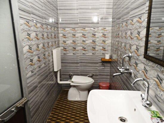 En-suite Western Style Bathrooms with running tap water