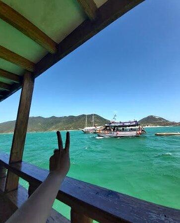 Relaxando enquanto o barco está ancorado próximo das praias
