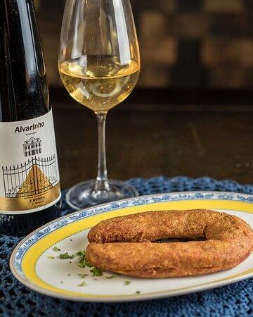 Alheira, uma linguiça tipicamente portuguesa, a base de frango, carne de porco e pão..... super suculenta....