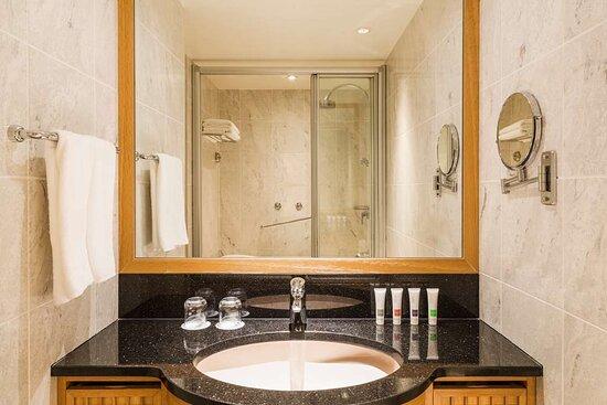 Swiss Executive Room King Bathroom
