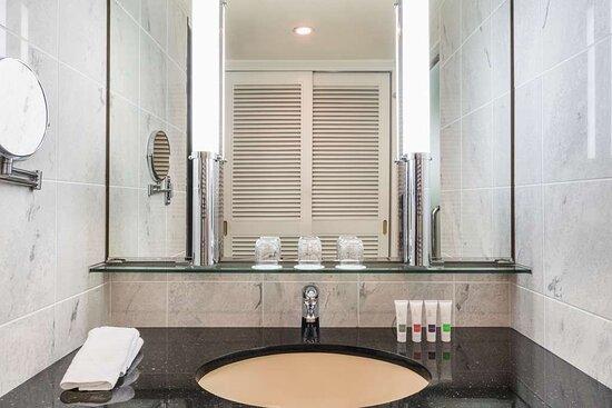 Swiss Executive Room Triple Bathroom
