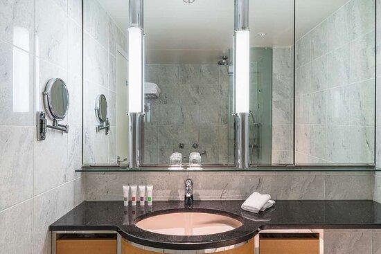 Swiss Executive Room Twin Bathroom