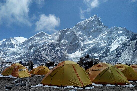 EXPLORE HIMALAYAS UNDER $100 - TRIPS & TREKS in Himachal Pradesh / Uttarakhand