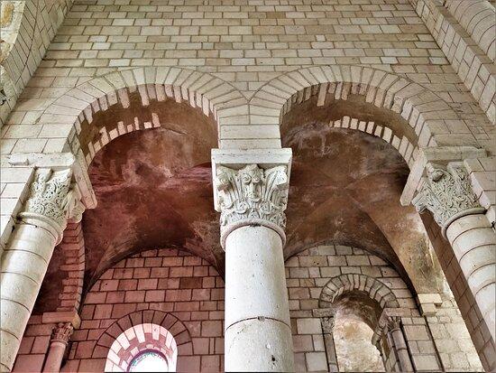 Ancienne Abbaye Saint-Pierre Et Saint-Paul