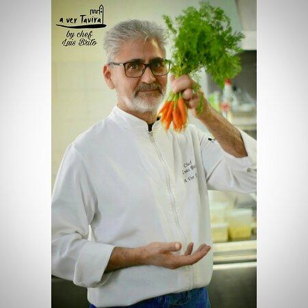 """O nosso chef, Luis Brito, deseja-lhe um bom Fim-de-semana. E diz: """"Fiquem atentos, novidades a chegar!"""" 🤗 Acredito que estamos todoa ansiosos pelos resultados...😇 . Our chef, Luis Brito, wishes you a good weekend.  And says: """"Stay tuned, news to come!"""" 🤗  I believe we are all looking forward to the results ... 😇"""