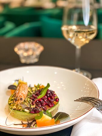 Tartar, salmon and shrimp. Mystic Vila