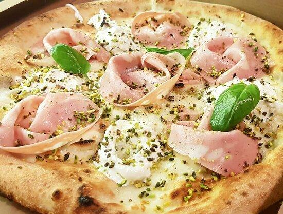 Se son rose fioriranno ! 😁🍕❤ Vieni a provare le nostre pizze gourmet! 🍕🍕