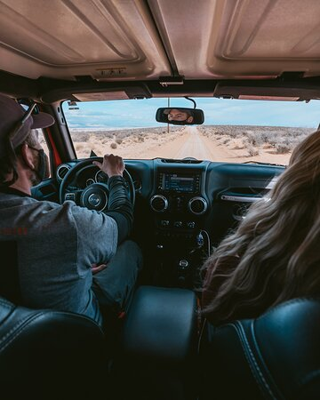 Page Tour privado en jeep: Driving up to the Skylight Arch with our guide Richard! - @prettyliltraveler
