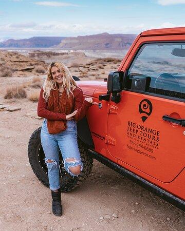 Page Tour privado en jeep: A quick photo op with the Big Orange Jeep. - @prettyliltraveler