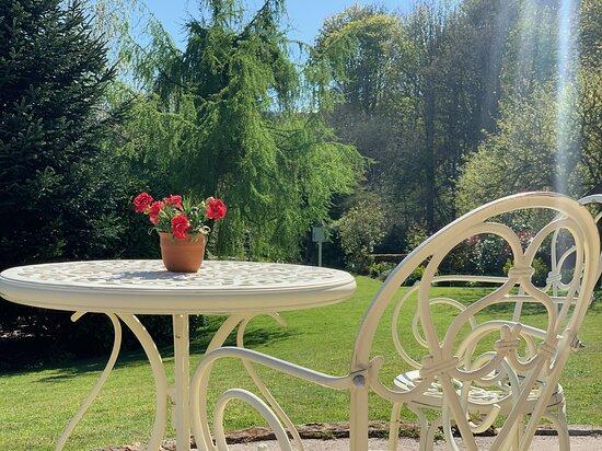 Egton Bridge, UK: The garden offers a quiet retreat
