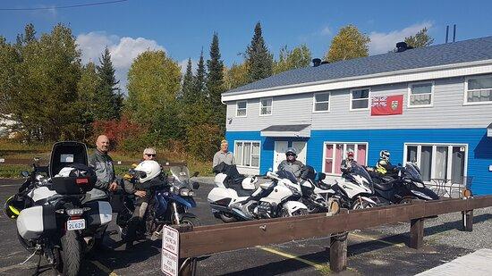 Chapleau, كندا: Front Asphalt parking for Motorcycling