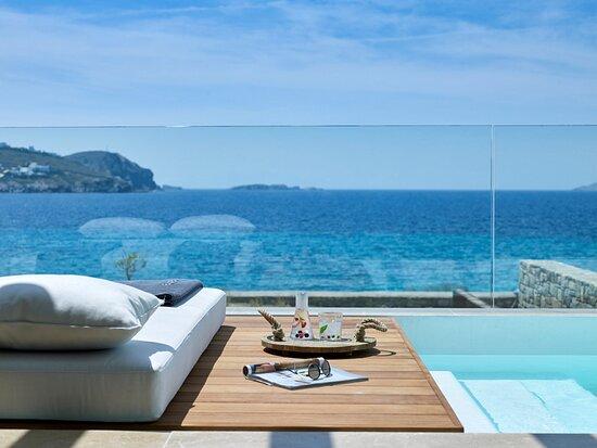 Honeymoon Coast Suites Sunbeds