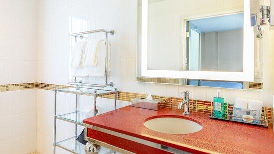 Grafton Suite Bath
