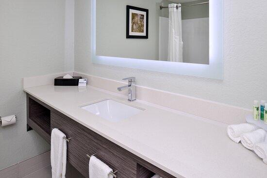 Well lid Contemporary  Bathroom