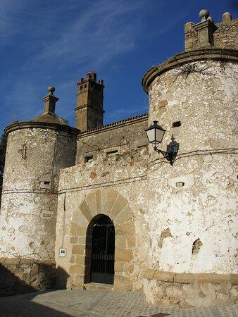 Brozas, Ισπανία: Puerta sur de la fortaleza. Muralla del siglo XVI