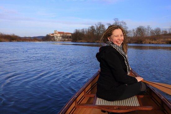 Matylda- sternik łodzi, na swoim indiańskim canoe, Tyniec, Kraków.