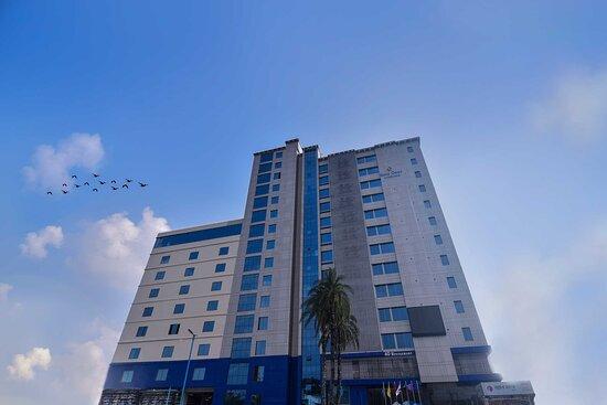 Bangladesh: The full Hotel Building