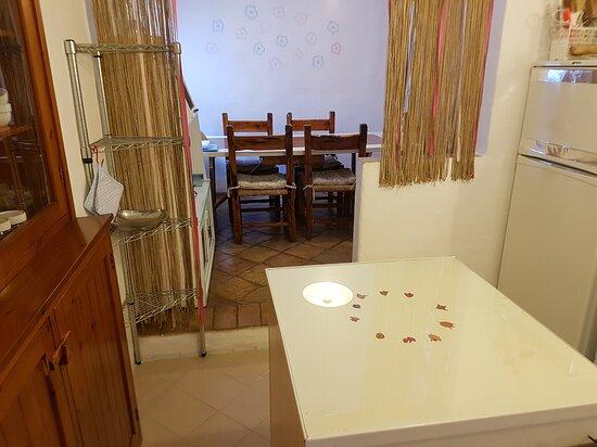 Casa Vacanze - le corti di aloa - cucina e zona pranzo interna