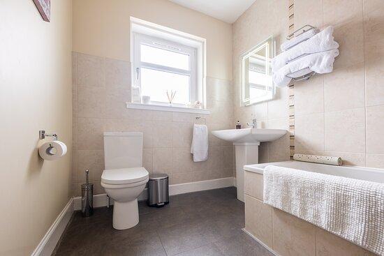 Clan MacDonald bathroom