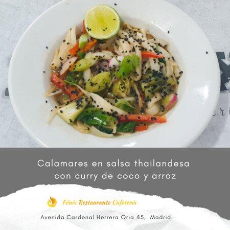 Calamares en salsa thailandesa con curry de coco y arroz