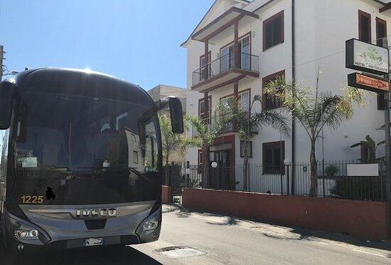 ingresso su via C. Colombo Hotel La Rosetta Scauri Minturno