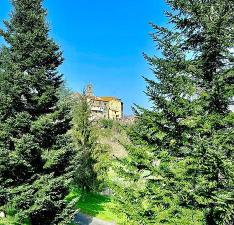 Castelnuovo di Val di Cecina, Itália: Sasso Pisano il borgo medievale
