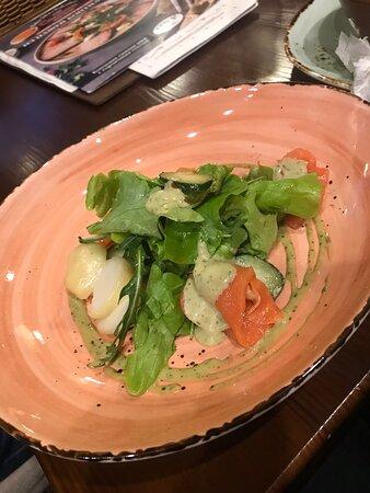Это чудесные блюда, в очень классном кафе Солянка, особенно невероятно вкусные котлетки из щуки, только ради них, можно приехать ещё раз в Калугу!!!