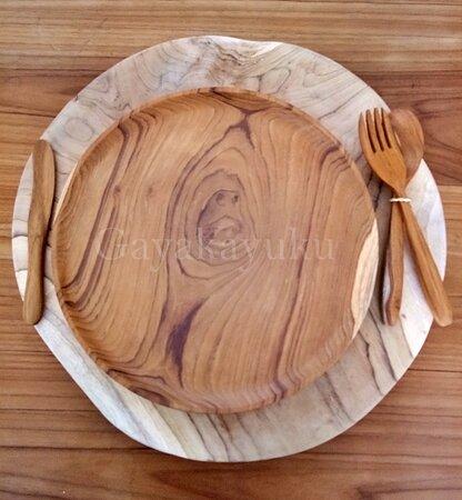 Looking for wooden Dinning ware, Home Decoration, and photo engraving for gift? visit Gayakayuku shop located at Jl. Gunung Athena No.24, Denpasar, Bali