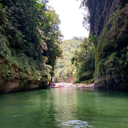 Rio guejar canotaje realmente hermoso.recomendadisimo no se arrepentirán.