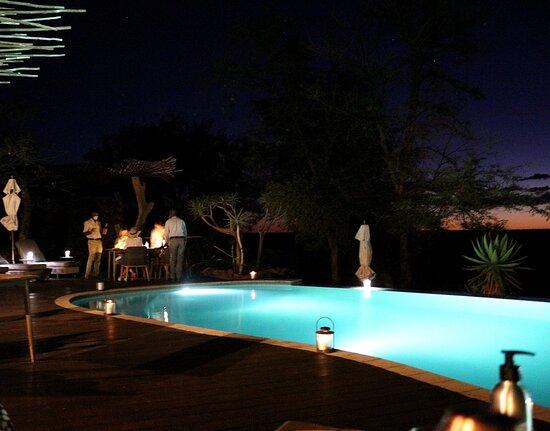 Tswalu Kalahari Game Reserve, África do Sul: Dinner watching the sun set www.purephotography.co.za