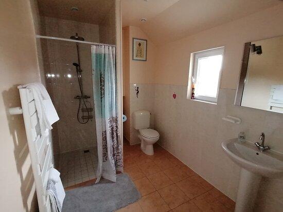 salle de bain du chambre 4 personnes