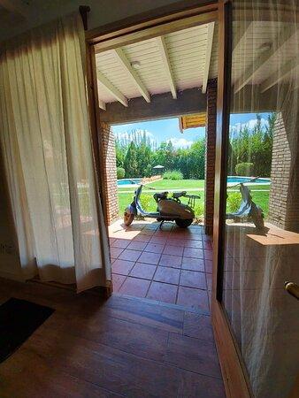Chacras de Coria, Argentina: La vista de una de las habitaciones doble con baño privado, de La Bignonia Bed&Breakfast!!