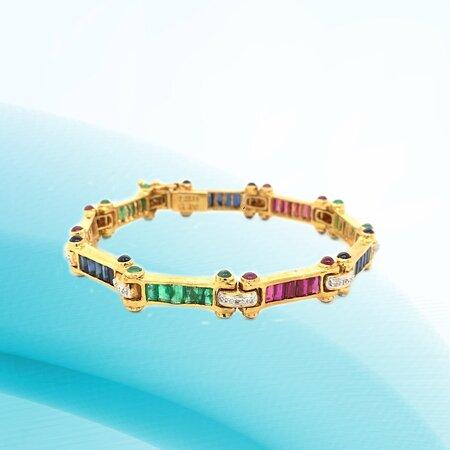 Check out our 🌐www.shivasjewelers.com to shop for your loved ones online. Available at Shiva's Gold & Gems 📍Royal Plaza Mall, Aruba 📍Palm Beach Plaza Mall, Aruba 📍Front Street, Philipsburg, St. Maarten #Aruba #shivasgoldandgems #weddingbands #luxurywatches #timepieces #jewelry #sintmaarten #onehappyisland #londonjewelers, #thediamondsgirl, #miamoonjewellers, #luxurywat