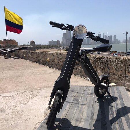 Disfruta de un asombroso paseo por el centro histórico de Cartagena de Indias con tu pareja o amigos. Te esperamos!