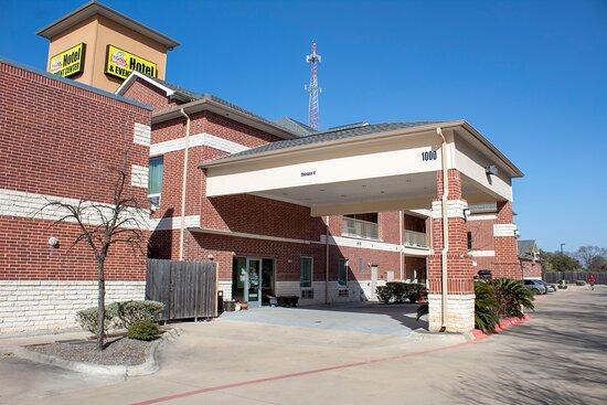 Bungalows Hotel & Event Center
