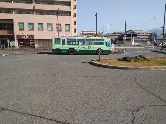 緑のバスです