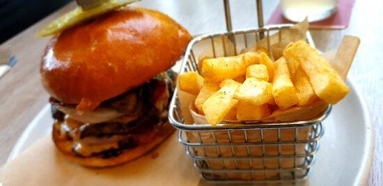 أشمور, أستراليا: Moo Moo Burger and Karaage Burger. Just Delicious.
