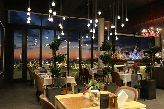 나니아 레스토랑 (1층)