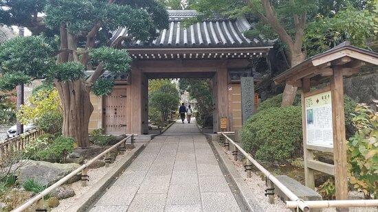 報国寺の入り口