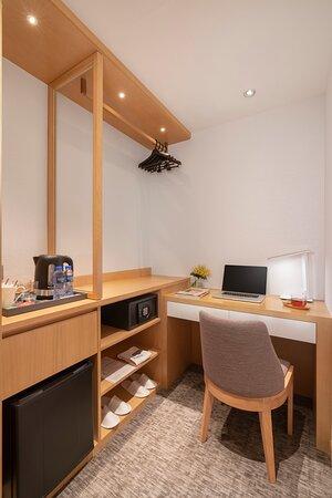 Shama Island North Hong Kong Superior Twin Work Desk