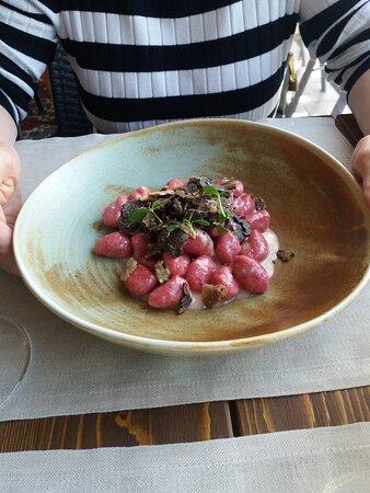 Gnocchetti alle rape rosse gorgonzola e tartufo